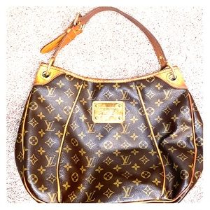 Louis Vuitton Galleria PM monogram canvas bag.